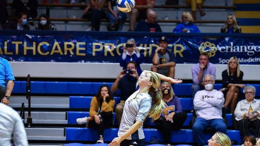Chattanooga Indoor Volleyball Falls in Four Sets to Western Carolina